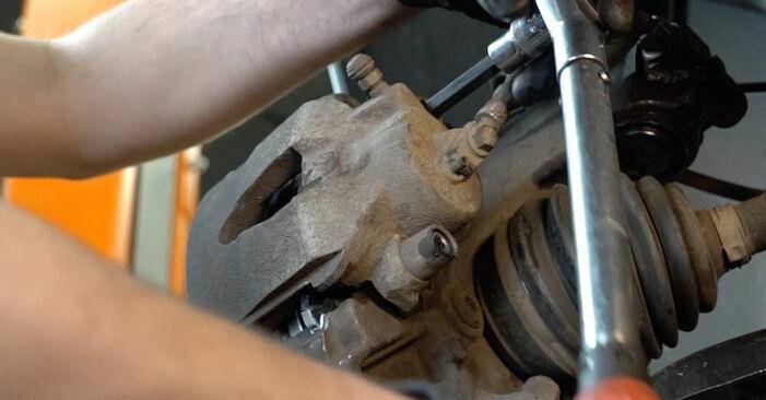 Wie man AUDI A3 Schrägheck (8P1) 2.0 TDI 16V 2004 Bremsbeläge austauscht - Schritt-für-Schritt-Tutorials und Videoanleitungen
