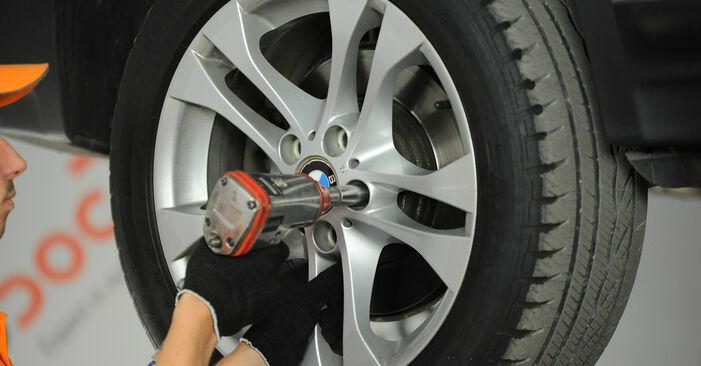 Querlenker BMW X3 E83 xDrive20d 2.0 2005 wechseln: Kostenlose Reparaturhandbücher