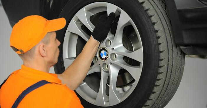 Wechseln Querlenker am BMW X3 (E83) 3.0 i xDrive 2006 selber