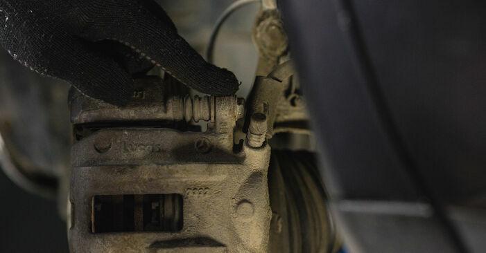 Wie schwer ist es, selbst zu reparieren: Bremsbeläge Mercedes W168 A 160 CDI 1.7 (168.006) 2003 Tausch - Downloaden Sie sich illustrierte Anleitungen