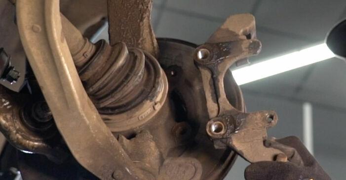 Tausch Tutorial Bremsscheiben am MERCEDES-BENZ A-Klasse (W168) 2001 wechselt - Tipps und Tricks