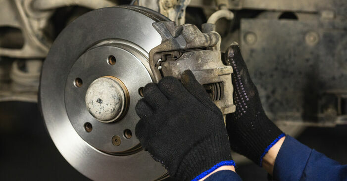 Austauschen Anleitung Bremsscheiben am Mercedes W168 1999 A 140 1.4 (168.031, 168.131) selbst