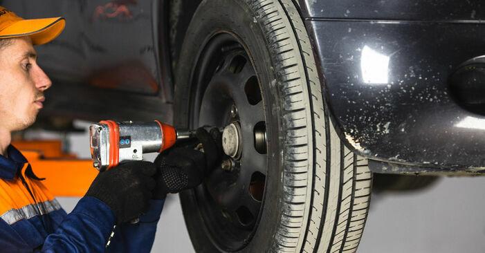 Wie MERCEDES-BENZ A-CLASS A 190 1.9 (168.032, 168.132) 2001 Bremsscheiben ausbauen - Einfach zu verstehende Anleitungen online