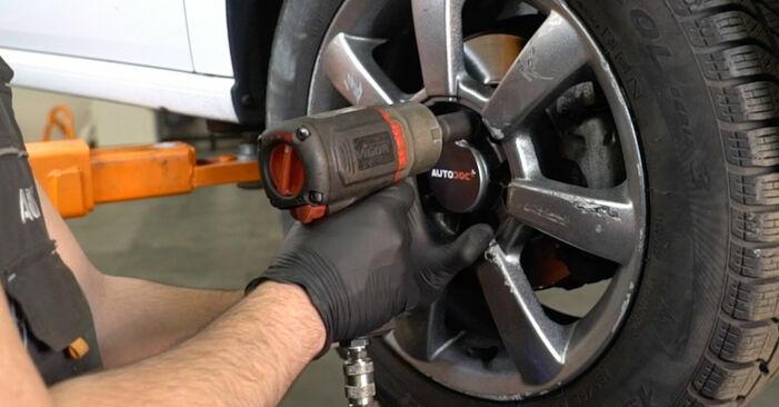 Wechseln Sie Querlenker beim VW Polo Limousine (602, 604, 612, 614) 1.2 TSI 2012 selbst aus