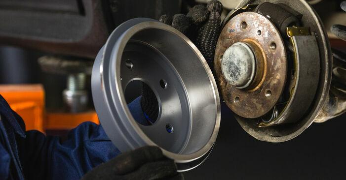 Austauschen Anleitung Bremstrommel am Mercedes W168 1999 A 140 1.4 (168.031, 168.131) selbst
