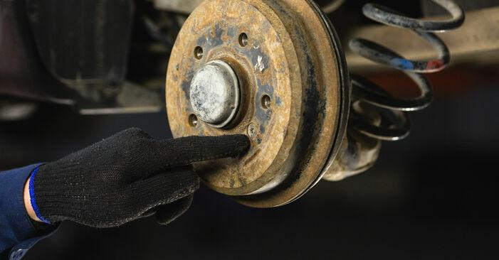 Wie schwer ist es, selbst zu reparieren: Bremstrommel Mercedes W168 A 160 CDI 1.7 (168.006) 2003 Tausch - Downloaden Sie sich illustrierte Anleitungen