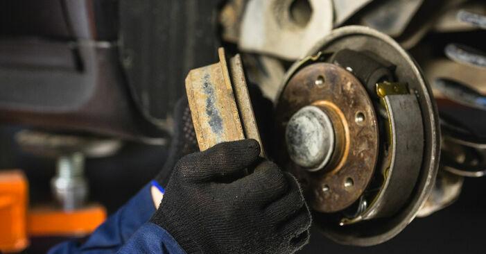 Bremstrommel Ihres Mercedes W168 A 160 CDI 1.7 (168.007) 1997 selbst Wechsel - Gratis Tutorial