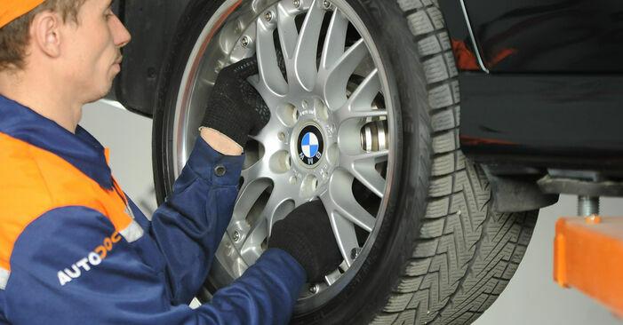 Wechseln Querlenker am BMW 5 Limousine (E39) 520i 2.0 1998 selber