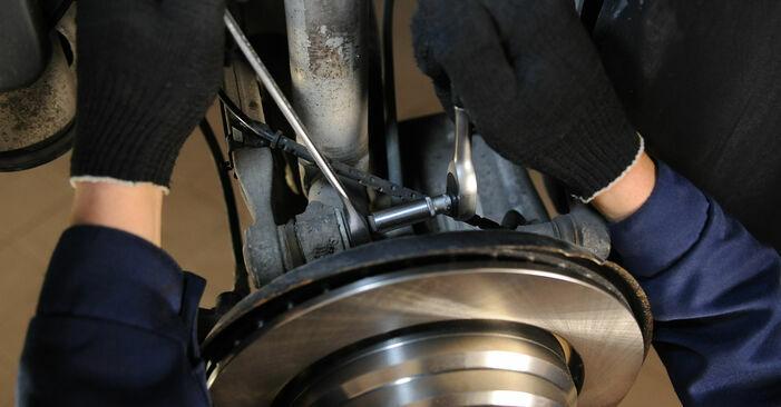 Wie schwer ist es, selbst zu reparieren: Querlenker BMW E39 525i 2.5 2001 Tausch - Downloaden Sie sich illustrierte Anleitungen