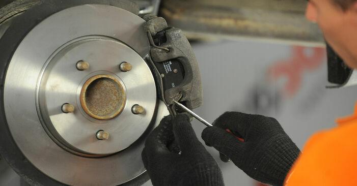 Wie schmierig ist es, selber zu reparieren: Bremsbeläge beim FORD FOCUS II (DA_) 1.8 Flexifuel 2010 wechseln – Downloaden Sie sich Bildanleitungen