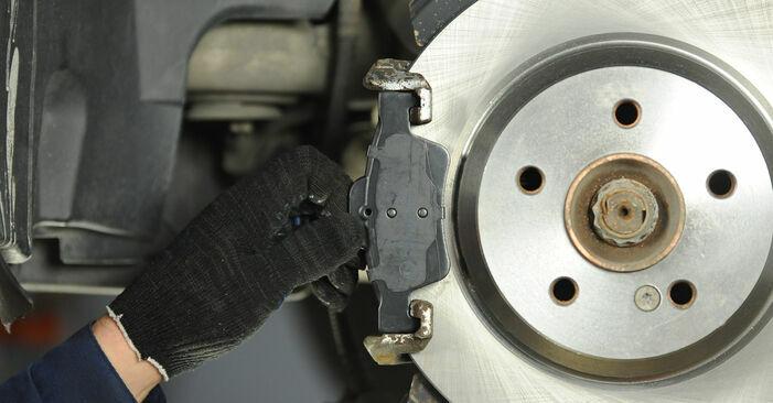 Schritt-für-Schritt-Anleitung zum selbstständigen Wechsel von Mercedes W211 2007 E 280 CDI 3.0 (211.020) Bremsscheiben