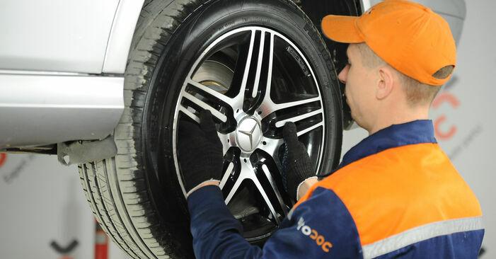 Bremsscheiben am MERCEDES-BENZ E-Klasse Limousine (W211) E 200 CDI 2.2 (211.004) 2007 wechseln – Laden Sie sich PDF-Handbücher und Videoanleitungen herunter