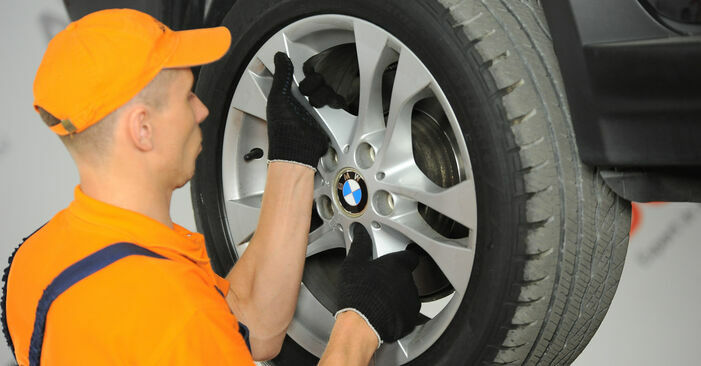 Wechseln Domlager am BMW X3 (E83) 3.0 i xDrive 2006 selber