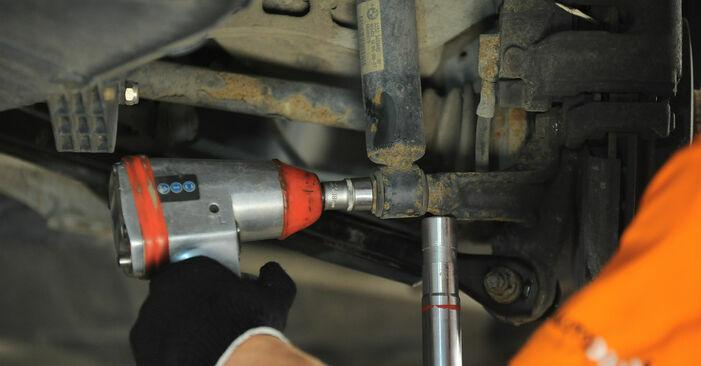 Austauschen Anleitung Domlager am BMW X3 E83 2004 2.0 d selbst
