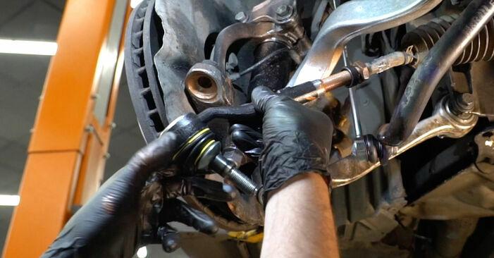 Schritt-für-Schritt-Tutorial zum eigenständigen Austausch von BMW E60 2004 525d 3.0 Spurstangenkopf