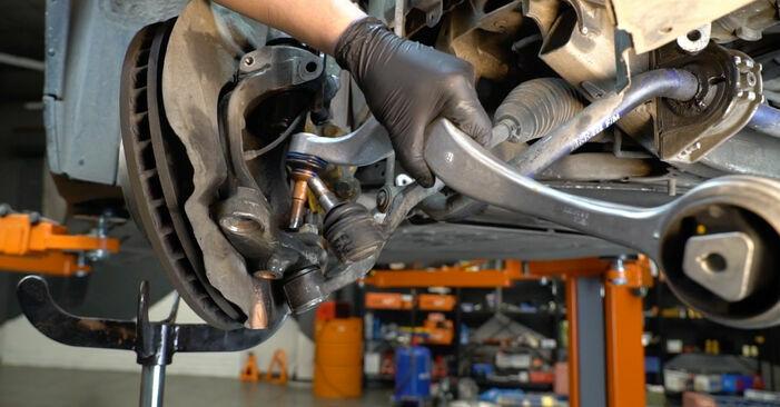 Schrittweise Anleitung zum eigenhändigen Ersatz von BMW E60 2004 525d 3.0 Querlenker
