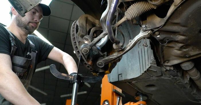 BMW 5 SERIES 2008 Wahacz instrukcja wymiany krok po kroku