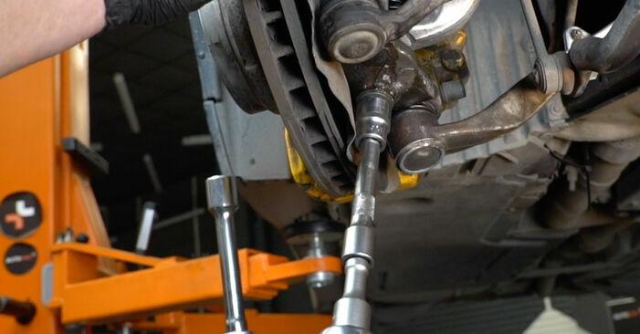Jak wymienić Wahacz w BMW 5 Sedan (E60) 2006: pobierz instrukcje PDF i instrukcje wideo