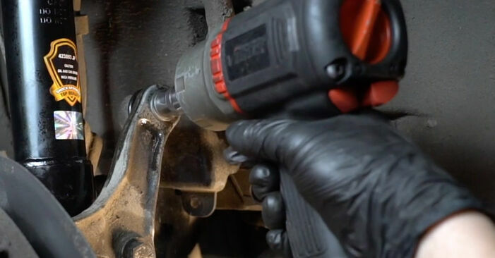 Wie kompliziert ist es, selbst zu reparieren: Querlenker am BMW E60 530i 3.0 2007 ersetzen – Laden Sie sich illustrierte Wegleitungen herunter
