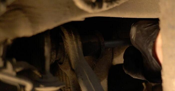 Hinweise des Automechanikers zum Wechseln von BMW 5 Limousine (E60) 520d 2.0 2005 Querlenker