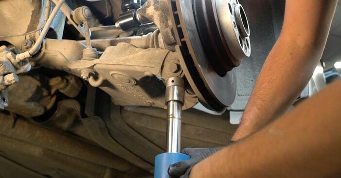 Wie man Querlenker am BMW 5 Limousine (E60) 2006 wechselt – Laden Sie sich PDF-Wegleitungen und Videoanweisungen herunter