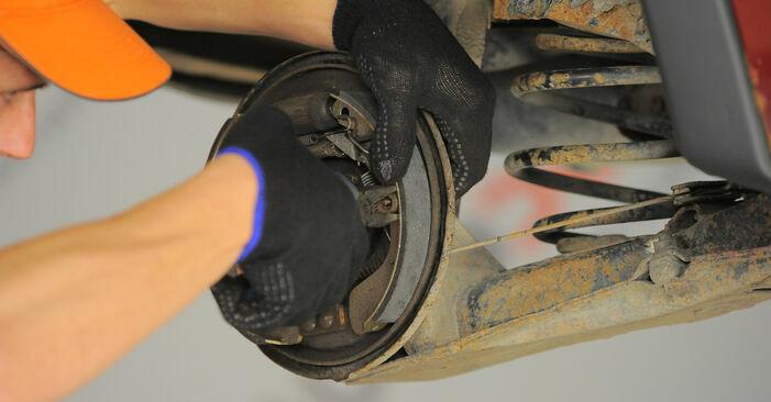 Wie schwer ist es, selbst zu reparieren: Bremsbacken Opel Corsa S93 1.4 i 16V (F08, F68, M68) 1999 Tausch - Downloaden Sie sich illustrierte Anleitungen