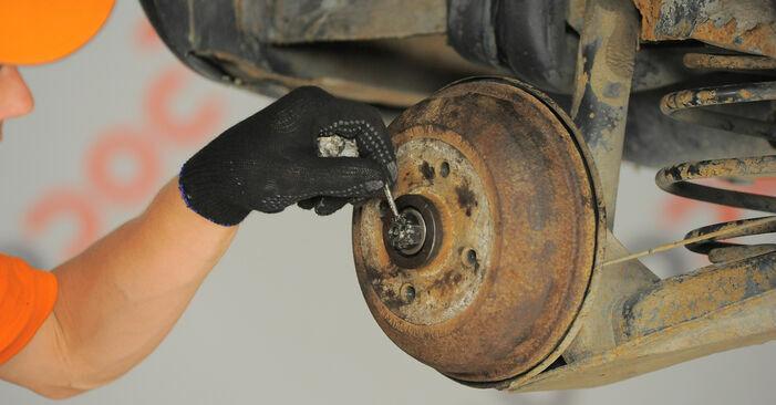 Tausch Tutorial Bremsbacken am OPEL Corsa B Schrägheck (S93) 1995 wechselt - Tipps und Tricks
