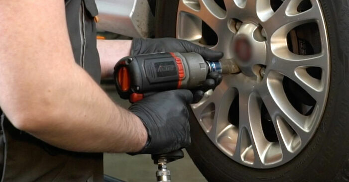 Changing Control Arm on FIAT GRANDE PUNTO (199) 1.4 16V 2011 by yourself