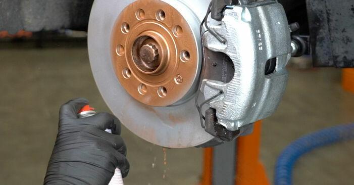 Jaké náročné to je, pokud to budete chtít udělat sami: Brzdové Destičky výměna na autě Octavia 1z5 1.6 2010 - stáhněte si ilustrovaný návod