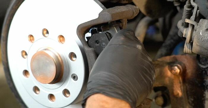 Hinweise des Automechanikers zum Wechseln von SKODA Octavia II Combi (1Z5) 2.0 TDI 16V 2008 Bremsbeläge