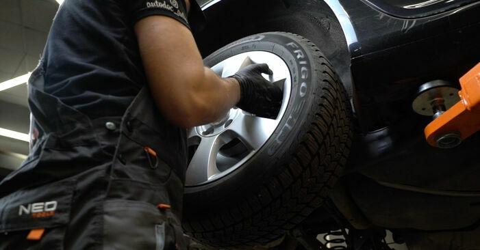 Tauschen Sie Bremsbeläge beim SKODA Octavia II Combi (1Z5) 1.9 TDI 4x4 2007 selbst aus
