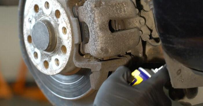 Wie schmierig ist es, selber zu reparieren: Bremsbeläge beim Octavia 1z5 1.6 2010 wechseln – Downloaden Sie sich Bildanleitungen