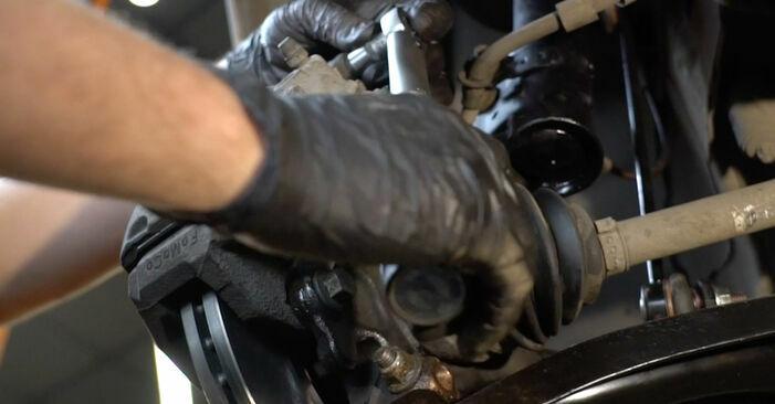 Bremsscheiben beim FORD FIESTA 1.25 2015 selber erneuern - DIY-Manual