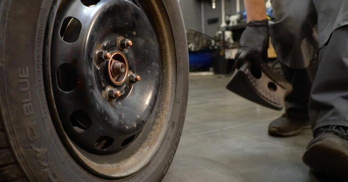 Schritt-für-Schritt-Anleitung zum selbstständigen Wechsel von Ford Fiesta ja8 2008 1.4 LPG Bremsscheiben