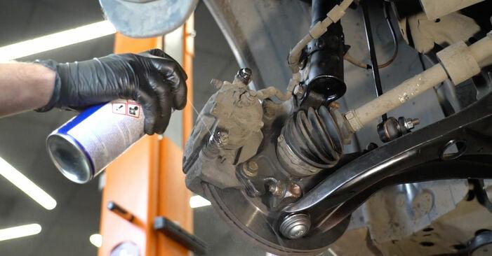 Wie schwer ist es, selbst zu reparieren: Bremsscheiben Ford Fiesta ja8 1.4 2014 Tausch - Downloaden Sie sich illustrierte Anleitungen