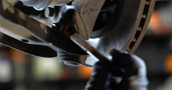 Querlenker beim FORD FIESTA 1.25 2015 selber erneuern - DIY-Manual