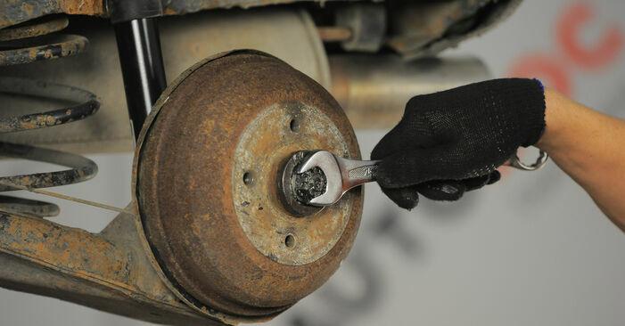 Wie schwer ist es, selbst zu reparieren: Radbremszylinder Opel Corsa S93 1.4 i 16V (F08, F68, M68) 1999 Tausch - Downloaden Sie sich illustrierte Anleitungen