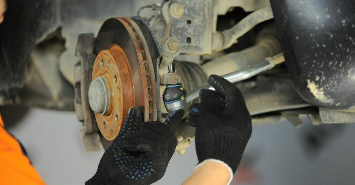 Schrittweise Anleitung zum eigenhändigen Ersatz von Mercedes W168 2002 A 190 1.9 (168.032, 168.132) Spurstangenkopf