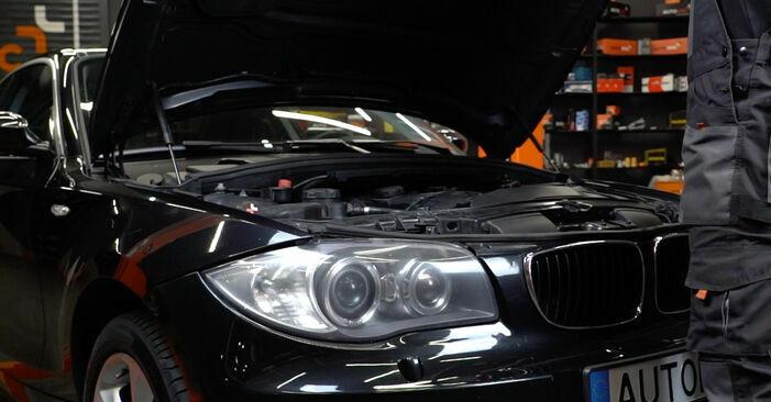 Wie man Zündspule beim BMW E82 2001 wechselt - Gratis PDF- und Video-Tutorials