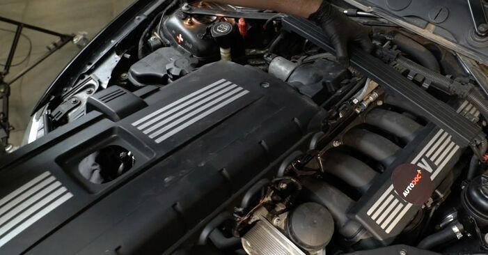 Tauschen Sie Zündspule beim BMW E82 2002 120d 2.0 selber aus