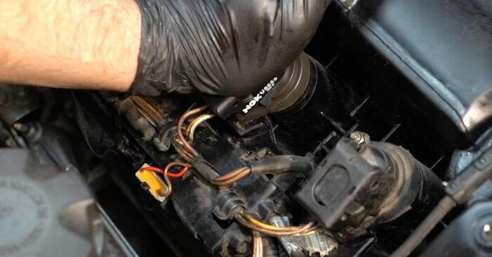 Wie man BMW 1 Coupe (E82) 120d 2.0 2002 Zündspule austauscht - Schritt-für-Schritt-Tutorials und Videoanleitungen