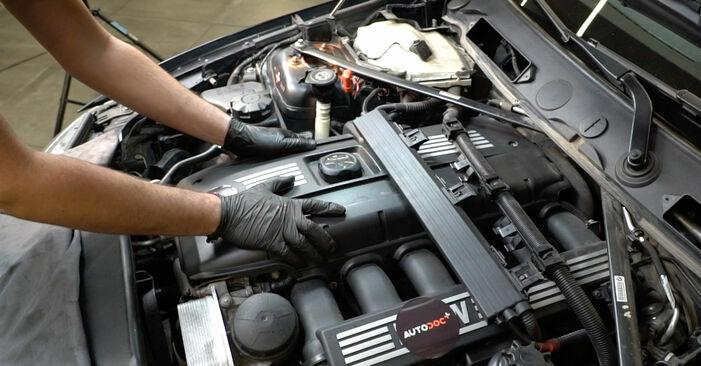 BMW E82 123d 2.0 2003 Zündspule wechseln: Gratis Reparaturanleitungen