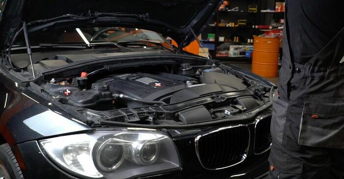 BMW 1 Coupe (E82) 2004 Zündspule - Anleitung zum selber Austauschen