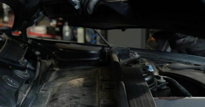 Tauschen Sie Zündspule beim BMW 1 Coupe (E82) 118d 2.0 2004 selbst aus