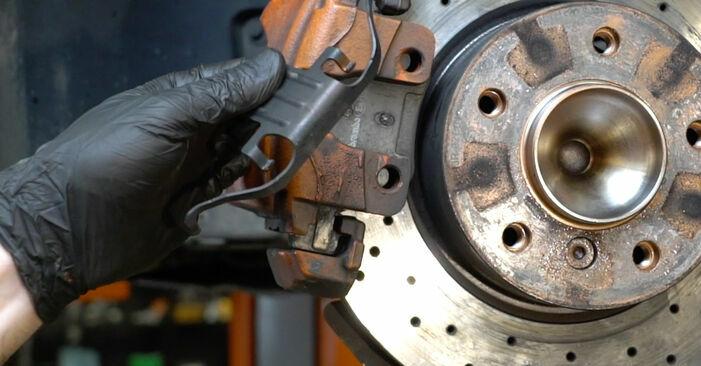 1 Coupé (E82) 125i 3.0 2011 Discos de Freno manual de taller de sustitución por su cuenta