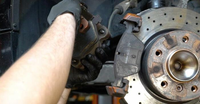 Cómo cambiar Discos de Freno en un BMW 1 Coupé (E82) 2006 - consejos y trucos
