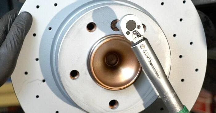 Cómo reemplazar Discos de Freno en un BMW 1 Coupé (E82) 2011: descargue manuales en PDF e instrucciones en video