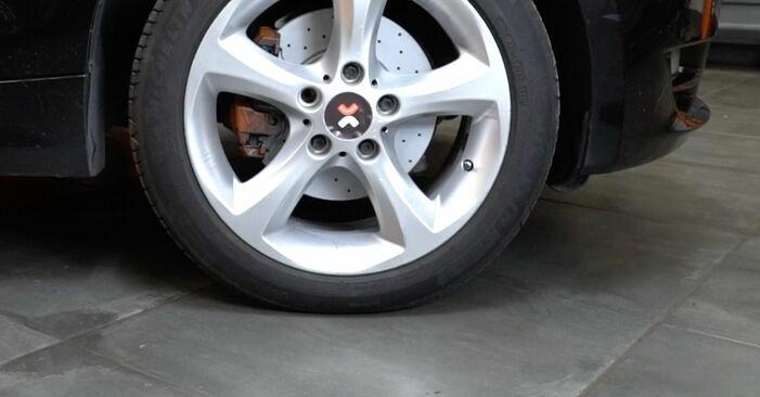Cómo es de difícil hacerlo usted mismo: reemplazo de Discos de Freno en un BMW E82 120i 2.0 2006 - descargue la guía ilustrada