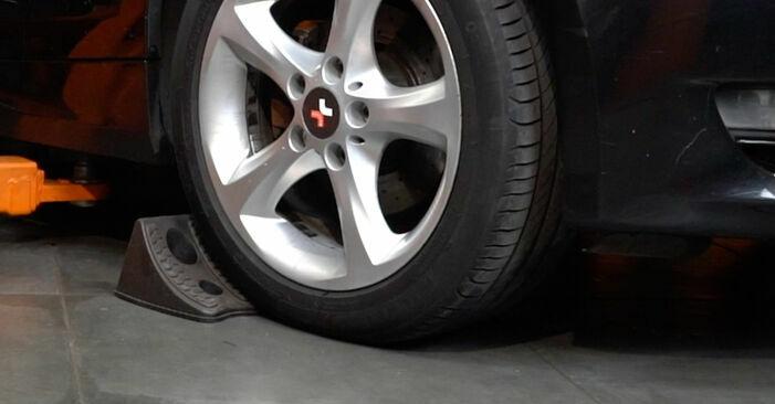 Cambie Discos de Freno en un BMW 1 Coupé (E82) 118d 2.0 2009 usted mismo