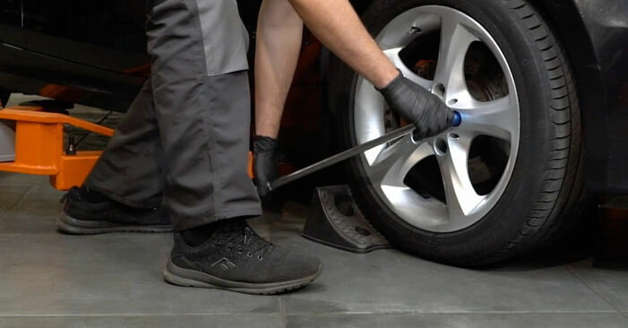 Cómo quitar Discos de Freno en un BMW 1 SERIES 125i 3.0 2010 - instrucciones online fáciles de seguir